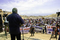 Hernando addressing the miners in Chala, Arequipa